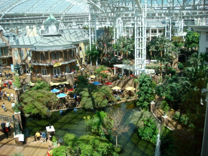"""this is the """"delta island"""" that was in the middle of my hotel """"lobby."""""""