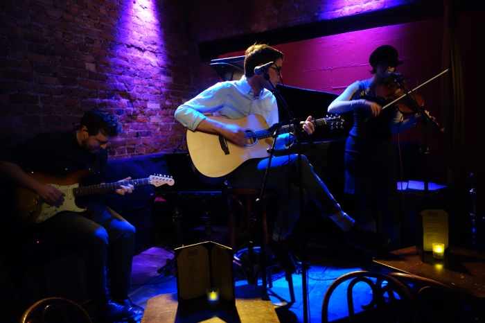 rob and phoebe from the belleville outfit play a tiny stage in new york.